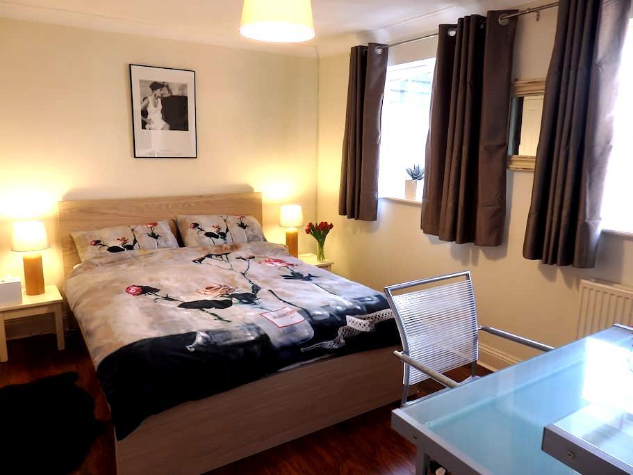 Double Room,Modern Home,Cheltenham. - Cheltenham