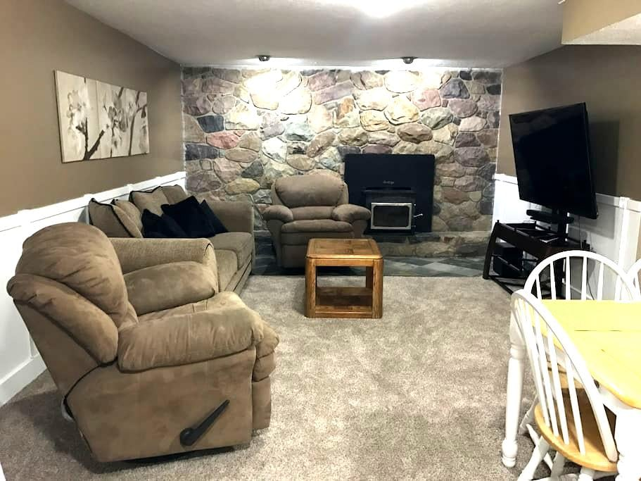 Comfy basement apartment between the canyons! - Cottonwood Heights - Daire