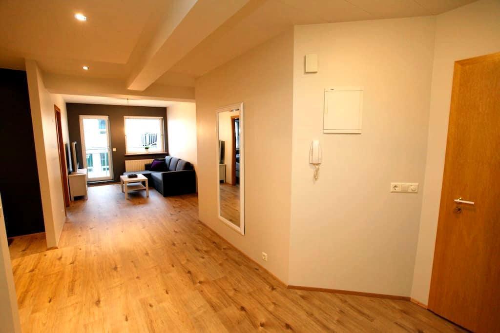 Modern apartment in heart of town - Akureyri - Apartmen