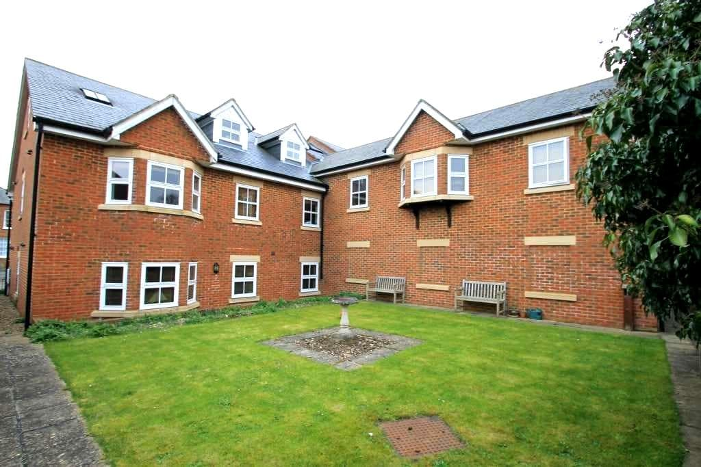 Modern Double bed in a lovely town - Tring - Apartamento