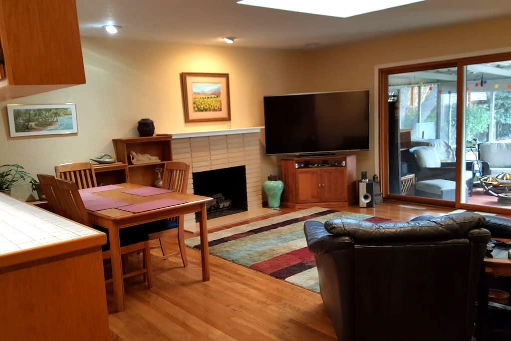 Comfortable Bedroom & Private Bath - Santa Clara - Huis