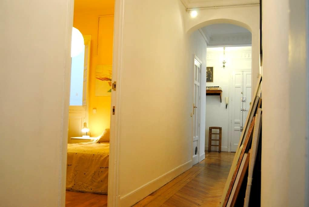 Spacious room with oun toilet - Madrid - Bed & Breakfast