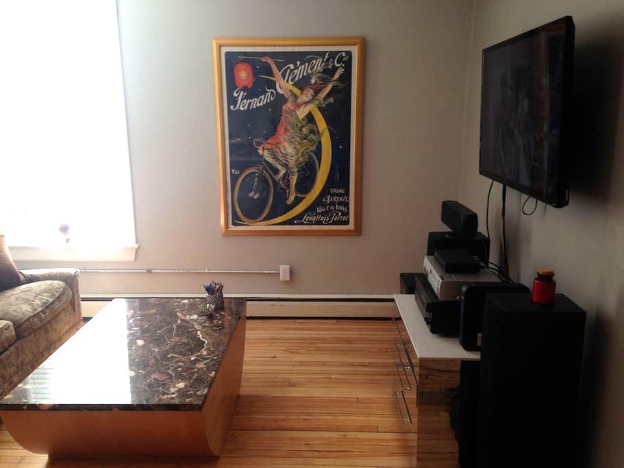 Eclectic & Spacious Studio - De Pere - Apartamento