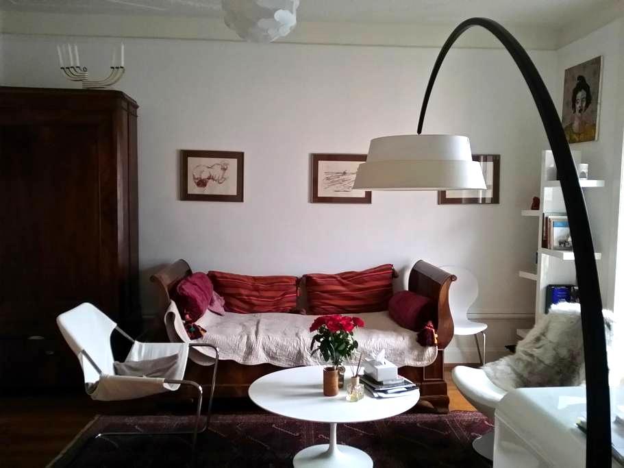 Bedroom in Artist flat - Montreux - ที่พักพร้อมอาหารเช้า