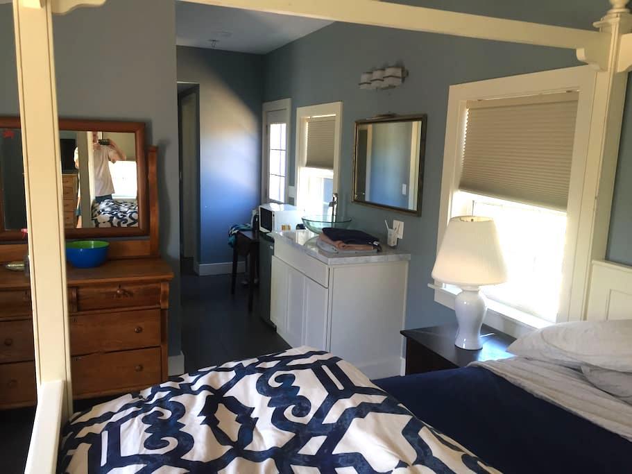 Master suite/studio private entranc - Half Moon Bay - House