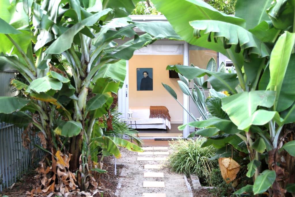 Self-contained garden studio - Fitzroy - House