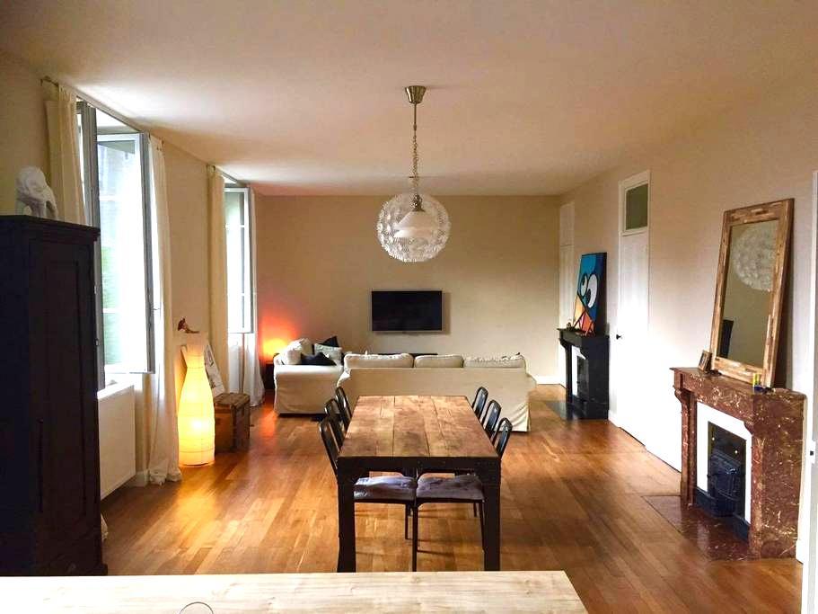 Chambre dans appartement proche centre de Bourg - Bourg-en-Bresse - Byt
