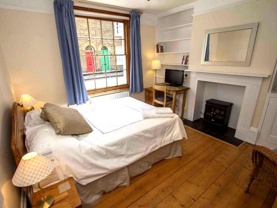 Double room in centre of Canterbury - Canterbury - Bed & Breakfast