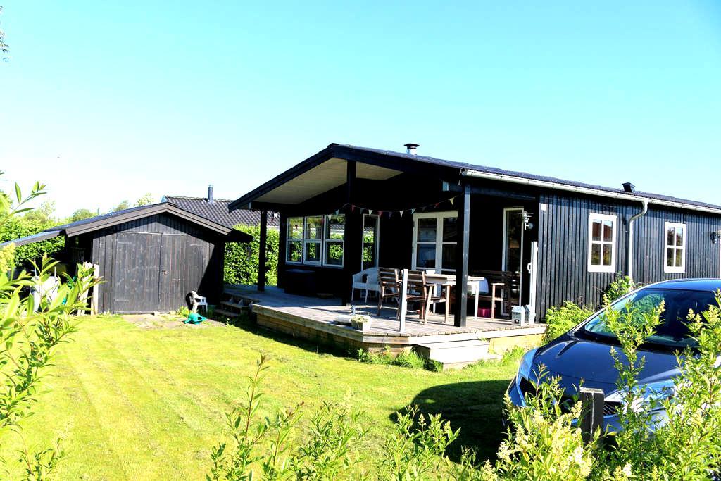 2br summer house 2 mins sandy beach - Juelsminde