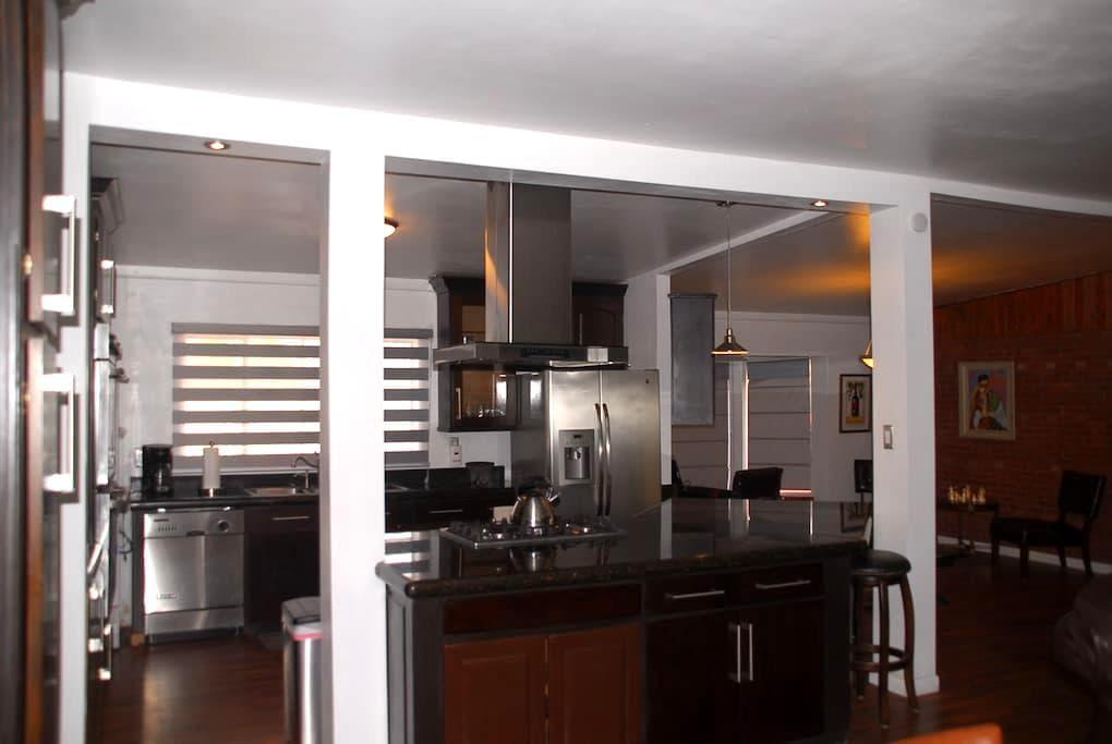 UTEP/Kern Place 3-bedroom Home - เอลปาโซ - บ้าน