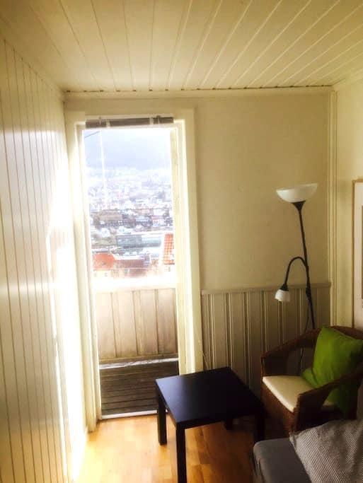 The single balcony room,easy access - Bergen - Huis