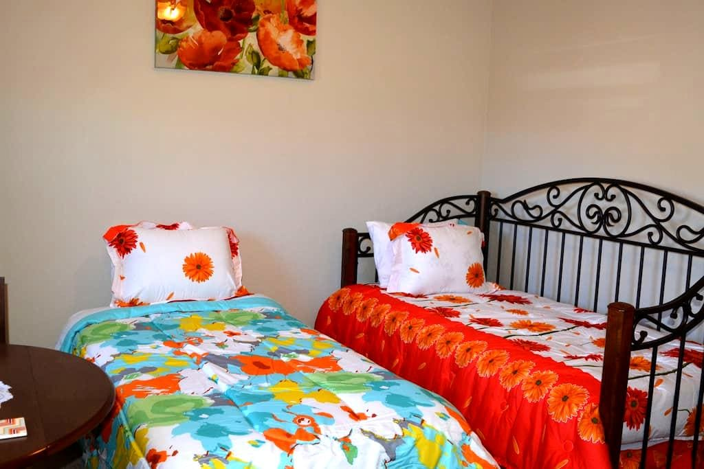 Brand new bedroom and great location - Queen Creek - House