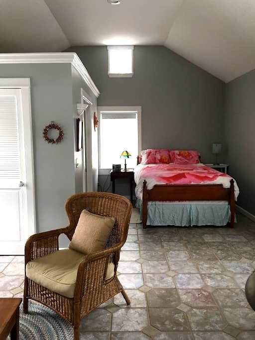 Romantic Guest Cottage 2 Blocks to Ellicottville - Ellicottville