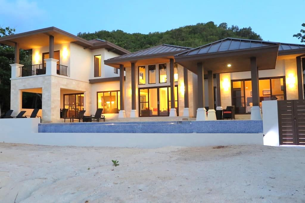 """Living Waters"" Camp Bay Luxury 4 Bedroom Villa"