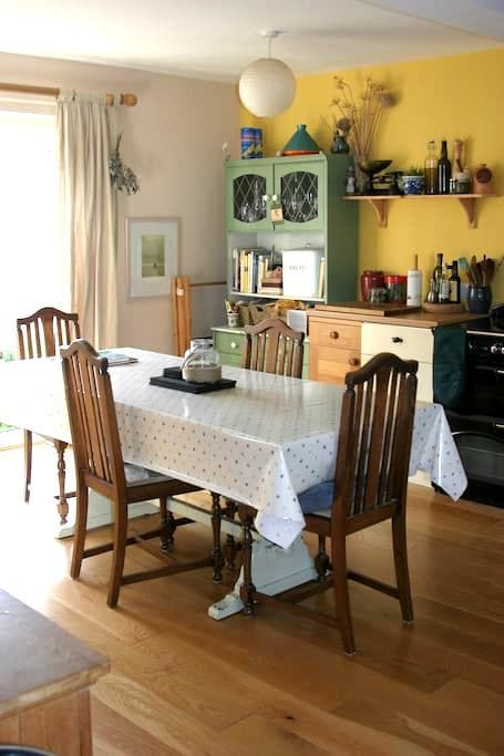 Comfy Rm in arty home with parking - Penryn - Hus