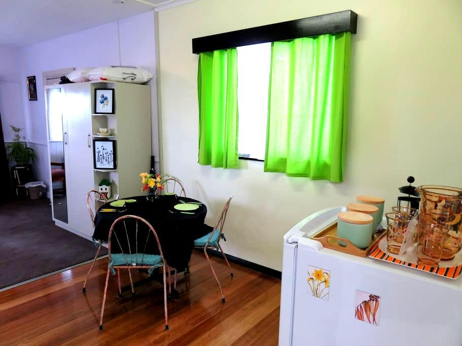 Retro Styled Cosy Chalet - Glenorchy - Chalet