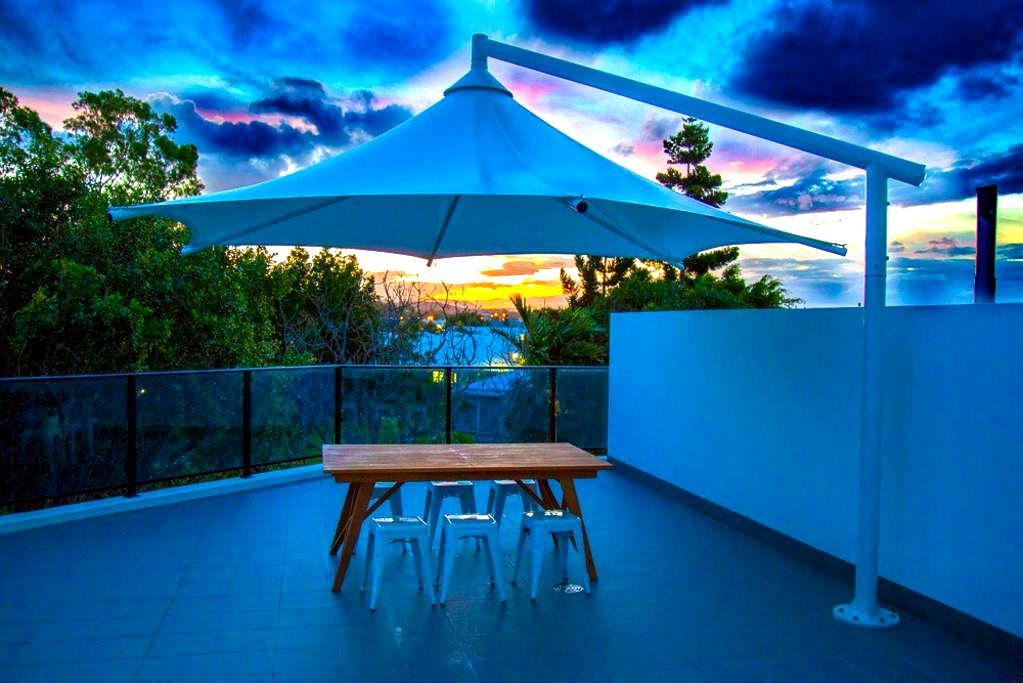 Beautiful Waterfront Apartment - Biggera Waters - アパート