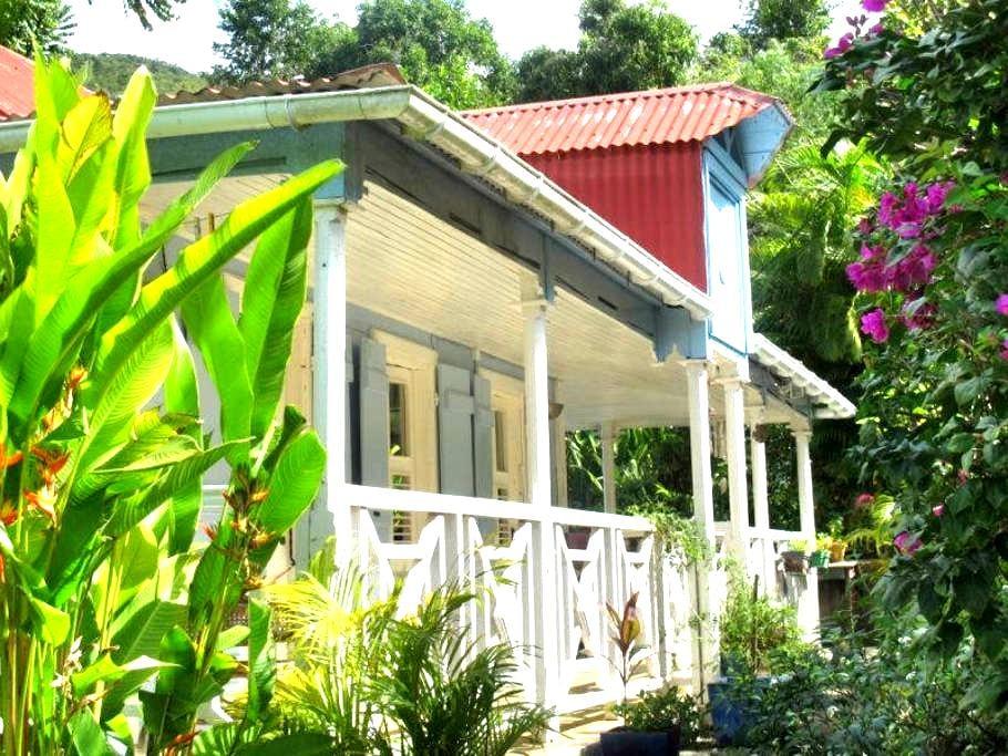 authentique case créole construite en bois pays.