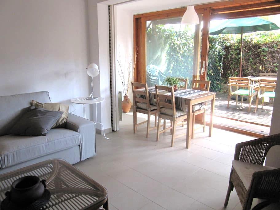 Bonito apartamento c/amplio jardín - Sitges - Apartment
