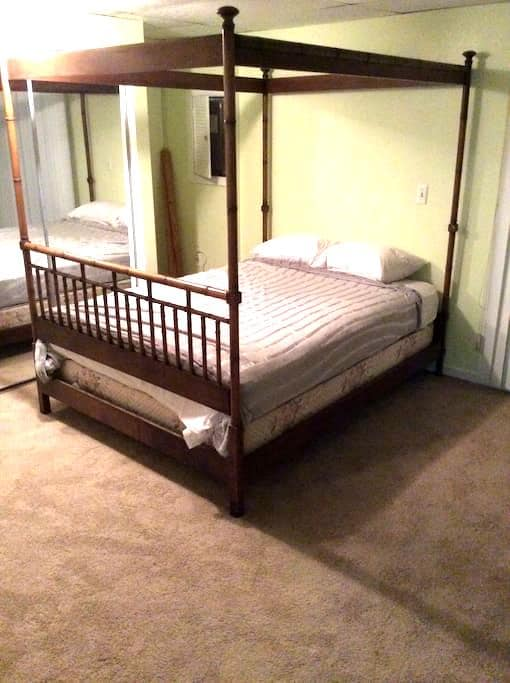 Spacious Basement Bedroom - Silver Spring - Hus