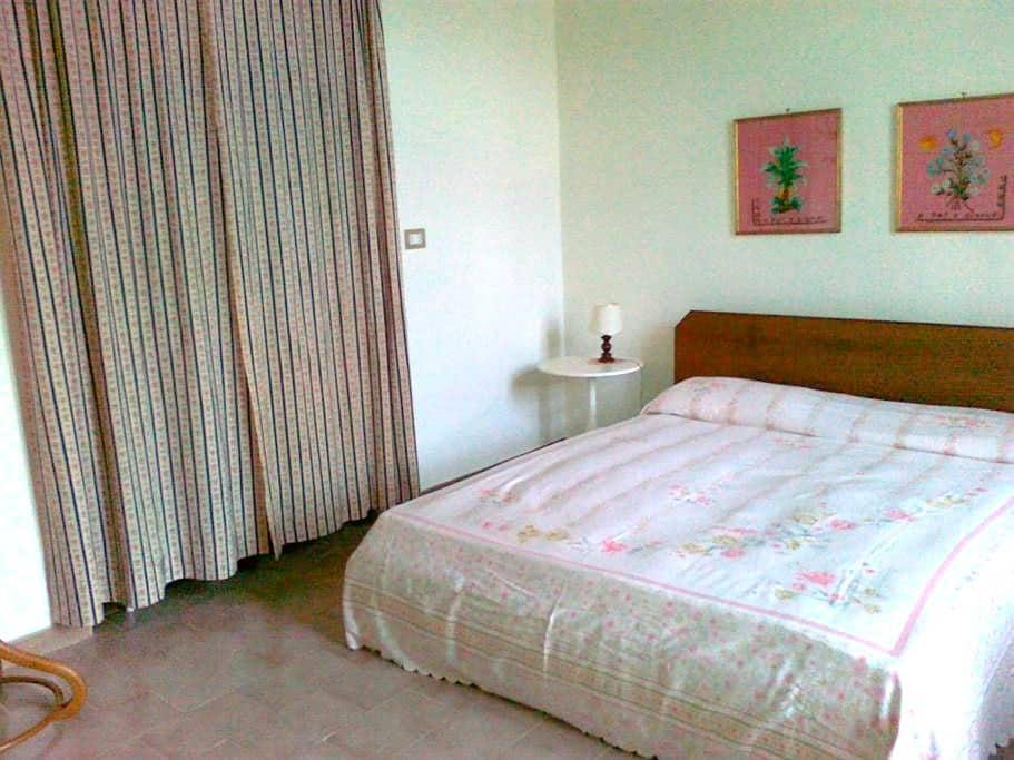 Spazioso bilocale in palazzo d'epoca sul lungomare - Sapri - 公寓