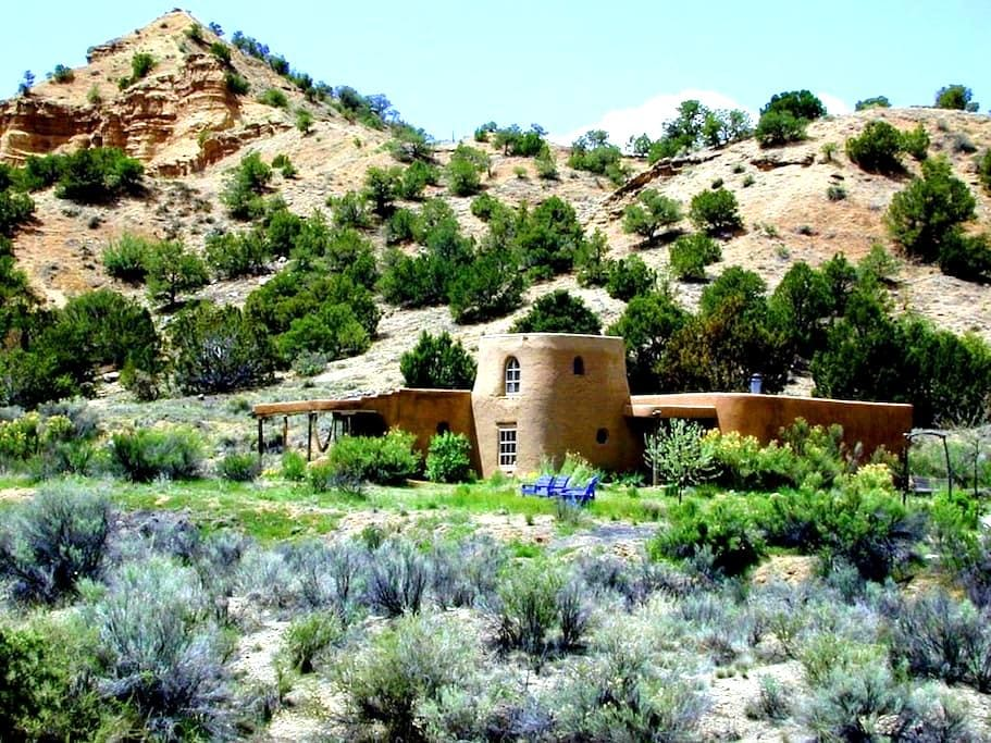 Adobe at the Edge of Wilderness - Dixon - Casa