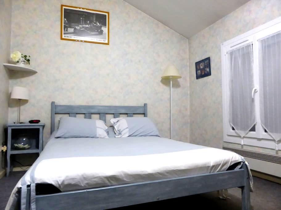 Chambre privée dans maison près centre ville - Agen - House