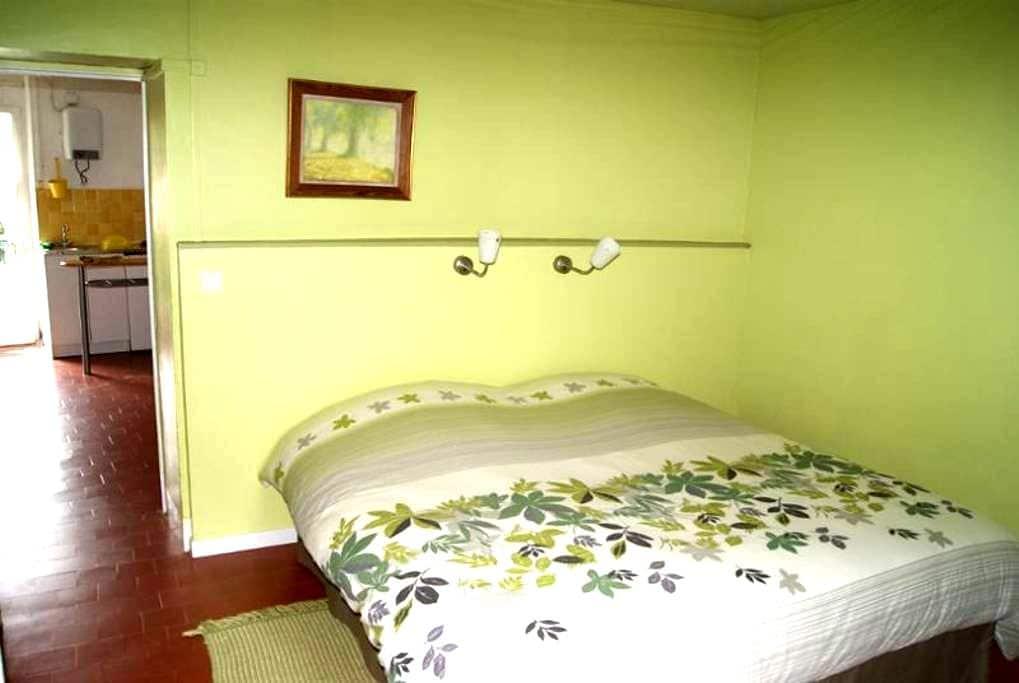 ERMITAGE ST ROMBLE Chambre verte  - Crézancy-en-Sancerre - Bed & Breakfast