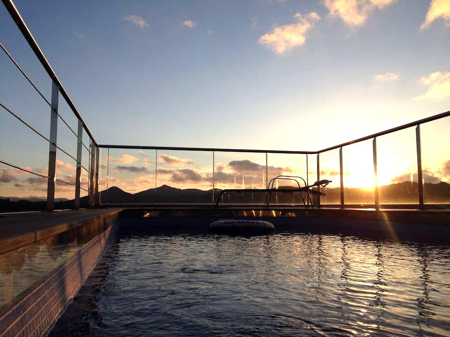Habitacion en villa con piscina privada - Donostia