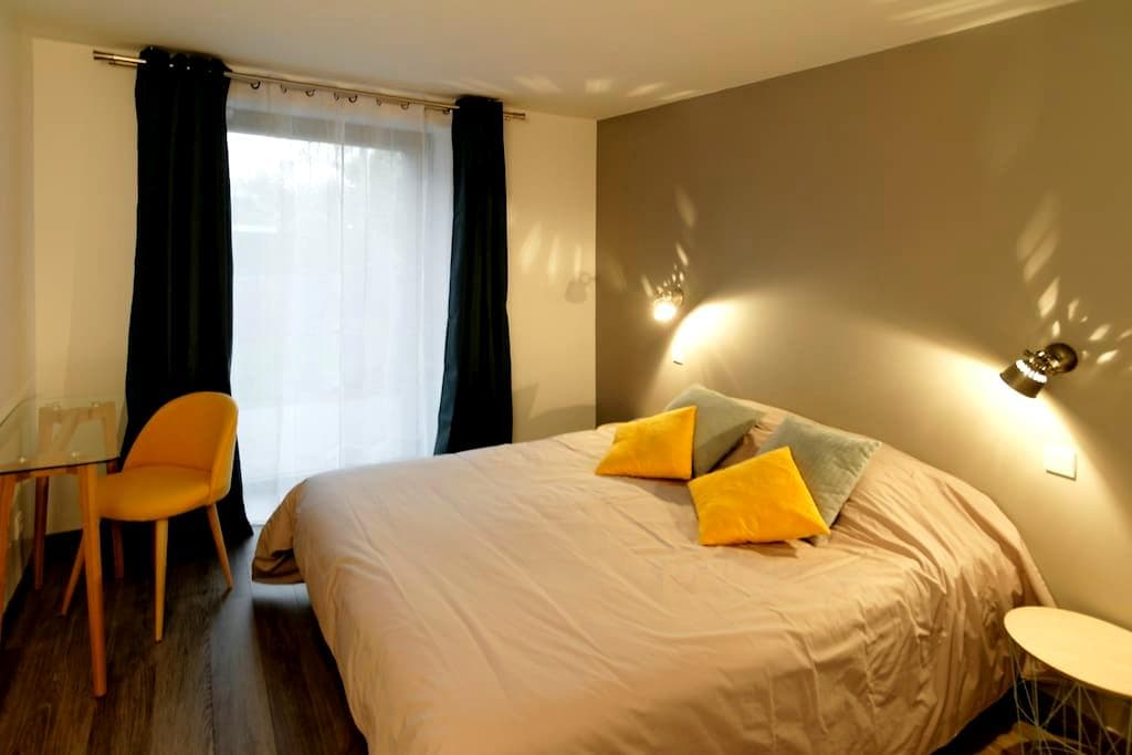 Quality Master Bedroom, 100m from the beaches - Larmor-Plage - Hus