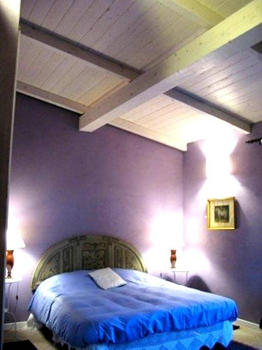 Charme&cheap bnb close to  airport - Elmas - Bed & Breakfast