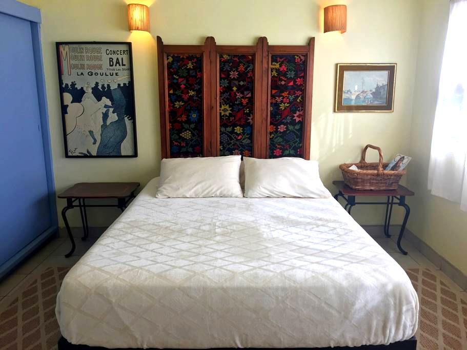 lushly bed + location + parking - Ensenada - Bed & Breakfast