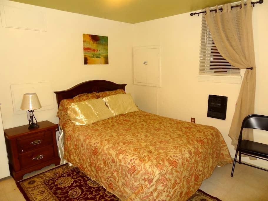 Private Queen size bedrm with TV, (Woodbridge, VA) - Woodbridge - Haus