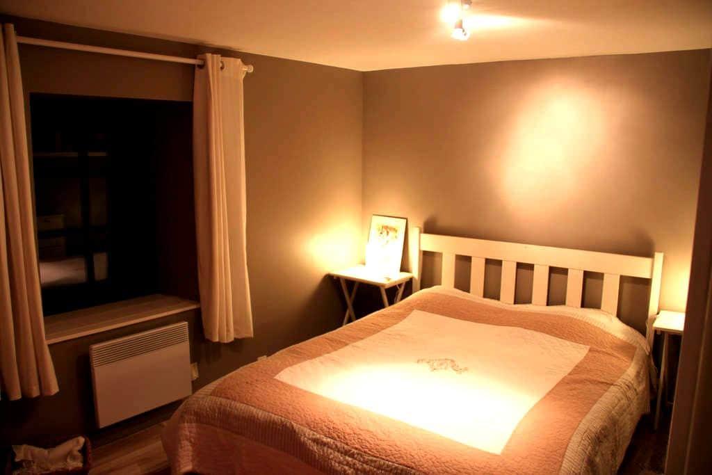 Chambre calme maison en pierres  - Conand