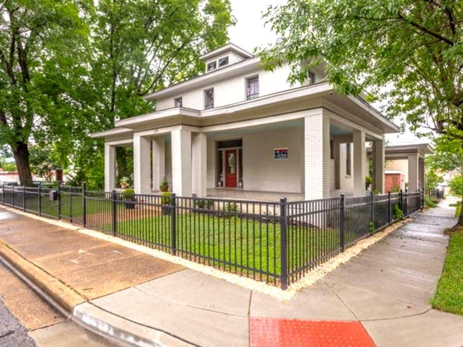 1875 VictorianMansion 2 miles Dtown W/E RSVP Bfast - Chattanooga - Bed & Breakfast