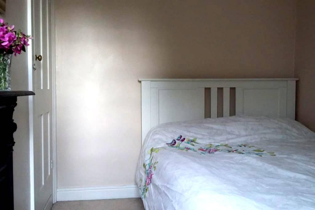 Double bedroom in clean Victorian terrace. - Saint Ives - Dom