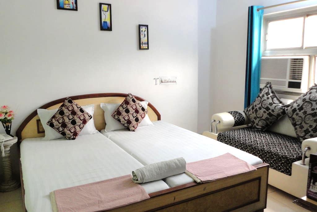 Hotel near cantt railway station and Close to Taj. - Agra - Wikt i opierunek
