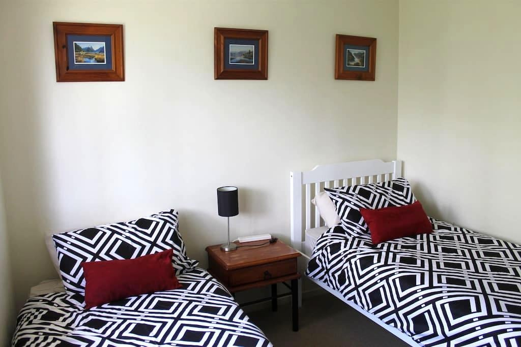 Flexible Solo, Twin or Couple Room in Oxley - Oxley - Rumah