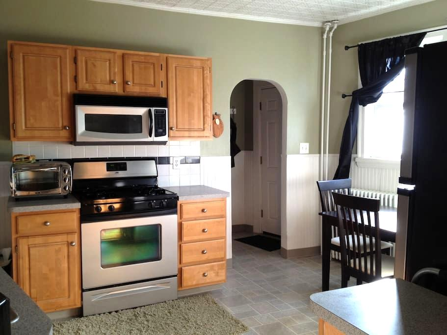 A beautiful condo steps from the T! - Malden