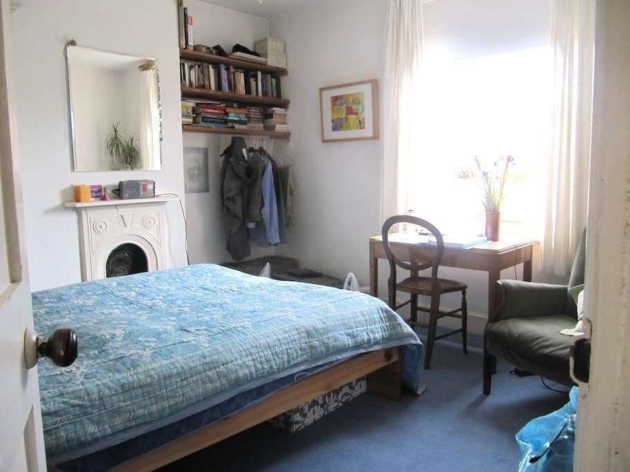Aunty Millie'(URL HIDDEN)double room - Glastonbury - Bed & Breakfast