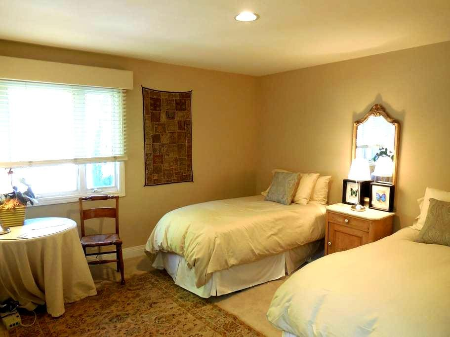 Gorgeous room with private bath close to Stanford - Palo Alto - Ev