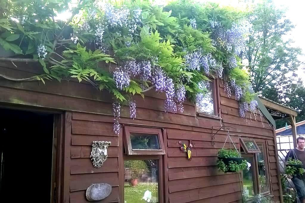 Charming Cabin with Hot Tub - Ivybridge - Zomerhuis/Cottage