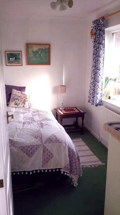 Small but cosy single bedroom - Ampthill - House