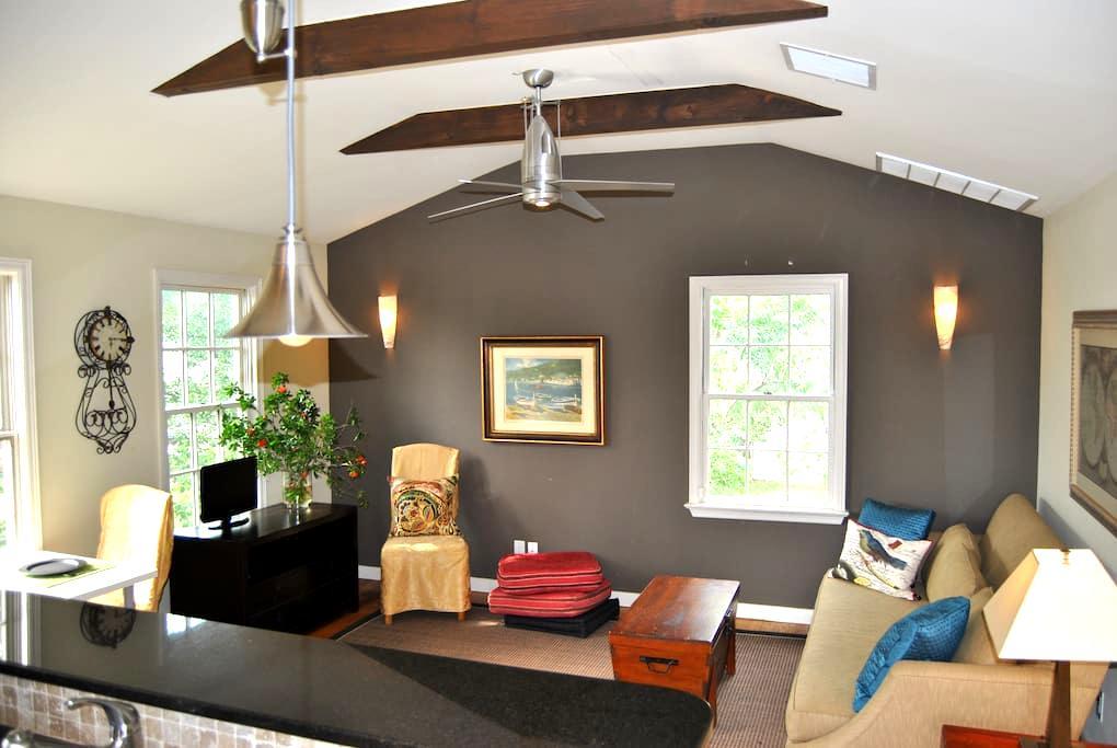 """Designer """"Treehouse"""" Retreat - Austin - Wohnung"""