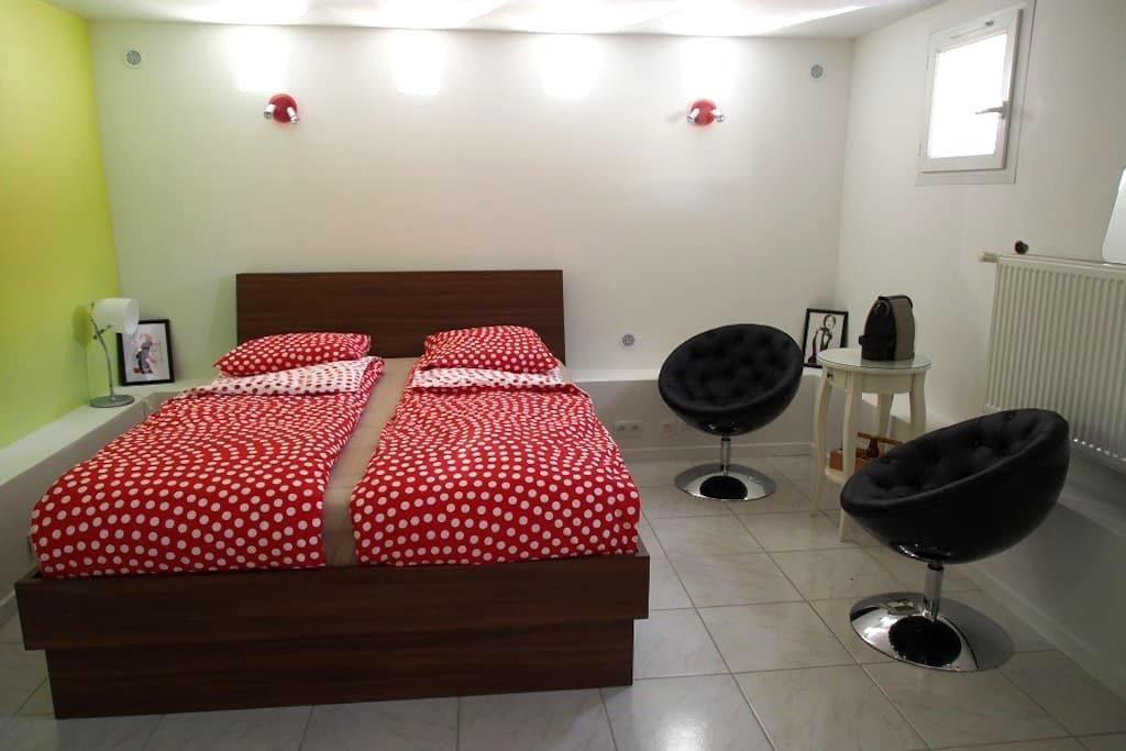 Studio 24 m2 indépendant. Calme. Jardin + parking - Cély