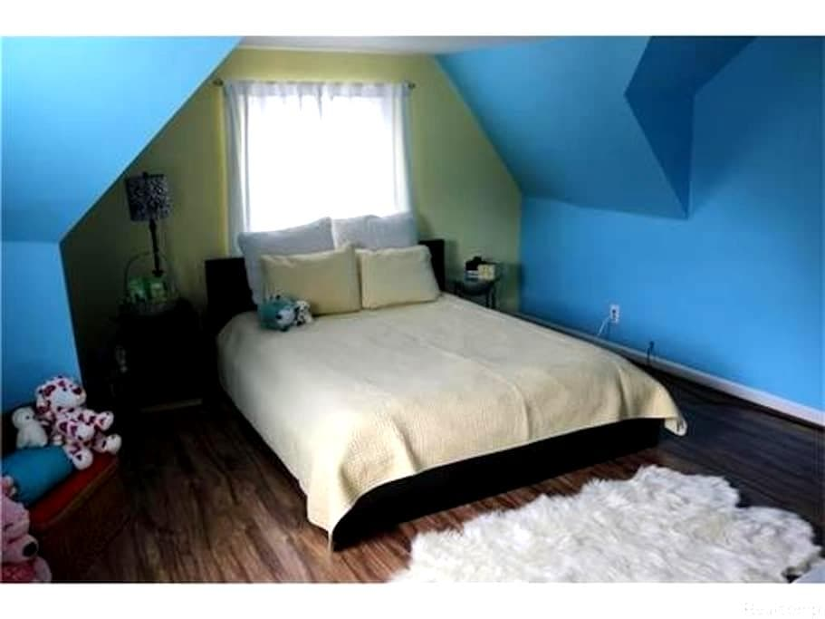 Safe, spacious, clean, and comfy :) - Rochester Hills - Hus