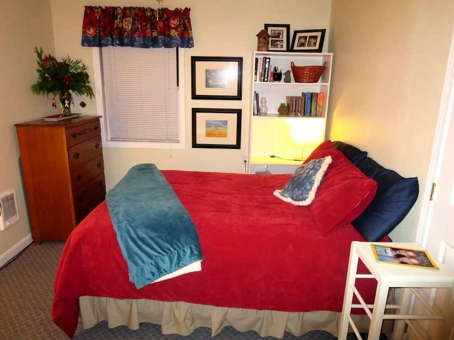 Cozy, Cottage-Style Private Room 2 - Springfield - Casa