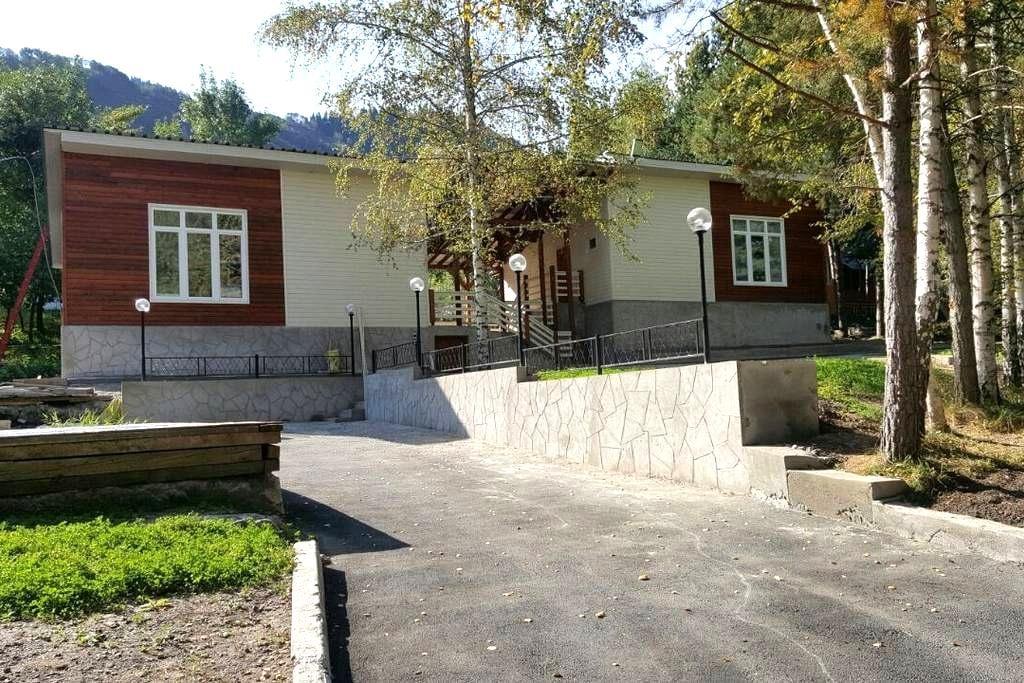 коттеджи у подножия гор - Besqaynar - Apartment