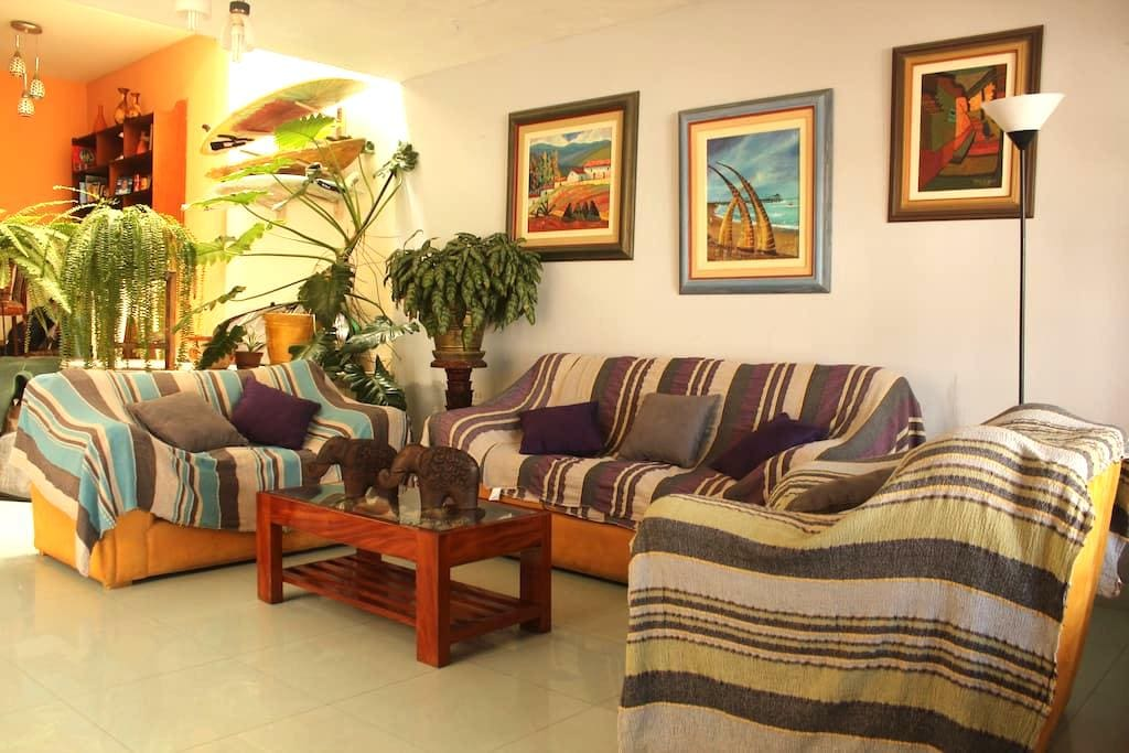 Ensuite room for 1 or 2 w/breakfast - Huanchaco