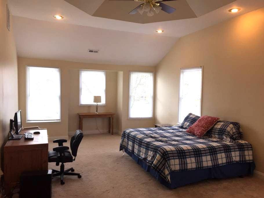 Large Fantastic Private Room - Herndon - Bed & Breakfast